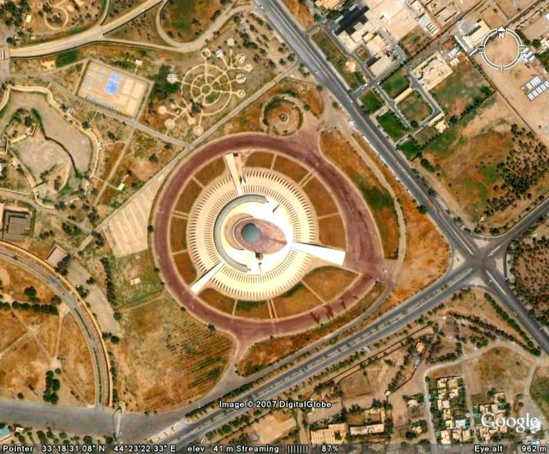 Somewhere NW of Iraqi palace in Google Earth - Google Earth Cool Places